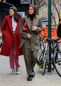 25 street style outfits by Bella Hadid which will give you fashion envy BONZER - opel Street Style Vintage, Model Street Style, Look Vintage, Foto Fashion, 90s Fashion, Fashion Outfits, Style Fashion, Bella Hadid Outfits, Bella Hadid Style