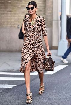 Spot on: Giovanna Battaglia Engelbert captured at NYFW wearing the Long-Sleeve Woven Wrap Dress in the provocative custom Belmont print. Giovanna Battaglia, Jeans Petite, Vestidos Zara, Animal Print Outfits, Animal Prints, Leopard Outfits, Leopard Dress, Cheetah, Looks Chic