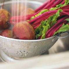Soupe aux betteraves Beet Soup, Soup And Salad, Soup Recipes, Cooking Recipes, Healthy Recipes, Recipies, Ricardo Recipe, Appetizer Salads, Appetizers