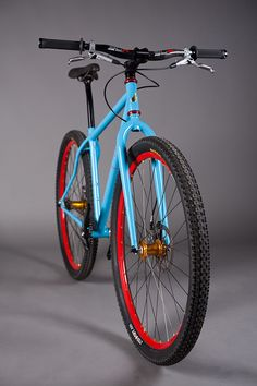 WOOOOOOOOO that is a beauty.    I think i know how i want my bike to look when I am done with it.