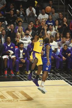 Lakers Vs Clippers, Basketball Players, Basketball Court, Lebron James Lakers, Magic Johnson, Helping Other People, Smart Jokes, King James, Los Angeles Lakers