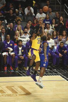 Lakers Vs Clippers, Basketball Players, Basketball Court, Lebron James Lakers, Magic Johnson, Smart Jokes, King James, Los Angeles Lakers, Tumblr
