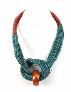 Collar hamaca con nudo verde oscuro y tagua grande