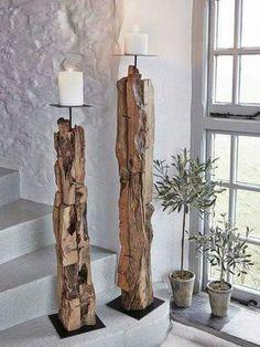 Portavelas alto con troncos de madera
