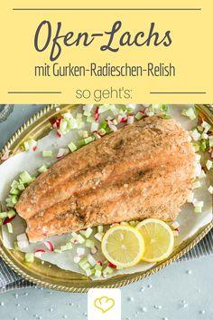 Perfekt für Gäste: Ofenlachs mit Gurken-Limetten-Relish. Geht schnell und schmeckt lecker!