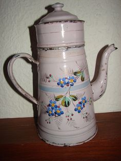 Ancienne cafetière émaillée décor floral