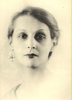 June Mansfield { a. June Miller / a. June Edith Smith }, second wife of Henry Miller. Henry Miller, Anais Nin, Second Wife, Marylin Monroe, Steve Mcqueen, She Was Beautiful, Totems, Portrait Art, Art Tutorials