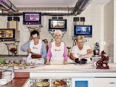 Café Vollpension im Bezirk - Wien Burger Laden, Restaurant Hamburg, Talk To Strangers, Coffee Culture, Julie, Eastern Europe, Time Travel, Travel Europe, Back In The Day