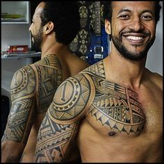 Maori's tattoo is said to have occurred in New Zealand. They began with a romantic relationship between a very young man called Mataora and a Princess named Niwareka in the basement. Mataora broke Niwireca and Niwreka returned to his father's house. Mataor #maoritattooshombro