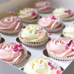 Vanilla Buttercream, Vanilla Cupcakes, Mini Cupcakes, Bakery Website, Gravity Cake, Cake Business, Gorgeous Cakes, Cake Decorations, Cakes And More