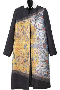 Dries van Noten - Interesting use of fabric across he grain Batik Fashion, Ethnic Fashion, Womens Fashion, Blouse Batik, Batik Dress, Mode Batik, Batik Kebaya, Chinese Clothing, New Wardrobe