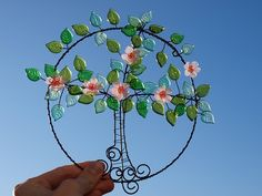"\""Kvetu...\"" ...na přání Wire Wreath, Suncatchers, Backyard, Wreaths, Crystals, Garden, Wire Wrapping, Wire, Crafting"