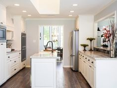 New kitchen colors with white cabinets fixer upper ideas Fixer Upper Hgtv, Fixer Upper Kitchen, New Kitchen, Kitchen Ideas, Kitchen Pass, Ranch Kitchen, Kitchen White, Kitchen Photos, Kitchen Designs