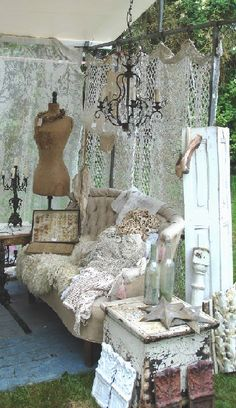 nice idea for a booth...would let the air in...BROCANTE-CHARMANTE