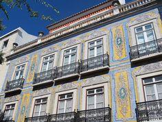 As 10 Mais Belas Fachadas de Azulejos em Lisboa