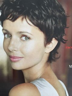 This is in any case what let think celebrities, more numerous than ever to wear the Pixie Cut. Short Curly Pixie, Short Curly Haircuts, Short Grey Hair, Curly Hair Cuts, Short Hair Cuts For Women, Wavy Hair, Curly Hair Styles, Pixie Haircut, Great Hair