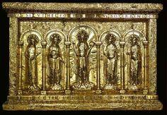 Antependium (devant d'autel) du Trésor de Cathédrale de Bâle, vers 1019 (règne de Henri II), plaques d'or sur bois de chêne, pierres précieuses, perles, verroterie. 1,2x1,8m. Musée de Cluny.