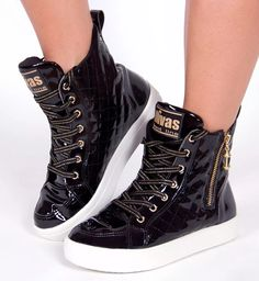 Ideas For Sneakers Feminino Academia Best Sneakers, High Top Sneakers, Adidas Christmas Gifts, Sneaker Quotes, Ankle Boots With Leggings, Black Chuck Taylors, Black Chucks, How To Wear Heels, Shoe Boots