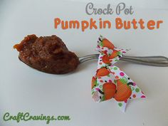 Easy Crock Pot Pumpkin Butter Recipe. Delicious and easy recipe that's also perfect for gifting! CraftCravings.com
