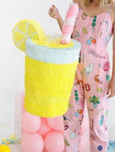 Lemonade Pinata (Oh Happy Day! Birthday Pinata, Pinata Party, Festa Party, Diy Party, Mini Pinatas, Pinatas Diy, Homemade Pinata, Pink Lemonade Party, Lemon Party
