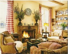 Love this room! Do not like the arrangements on the mantle though ;)