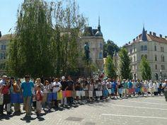 Shod se je zaključil, ko so vsi prispeli na Prešernov trg. Tam smo se z minuto molka poklonili žrtvam. #Srebrenica