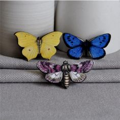 The butterflies from ArtySmartyShop.com are made from birch wood papers, carefully sealed and with a stainless steel hinged pin back. The brooch measures 5cm x 4cm a will brighten up any fashion. #artysmartyshop #fashionlovers #naturelovers #handmade #jewelery
