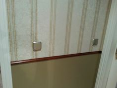 Alisado de pared, colocación de papel pintado, moldura decorativa en madera, iluminación... Door Handles, Doors, Home Decor, Decorative Mouldings, Wall Papers, Paper Envelopes, Wood, Projects
