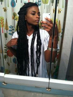 How to style the box braids? Tucked in a low or high ponytail, in a tight or blurry bun, or in a semi-tail, the box braids can be styled in many different ways. Black Girls Hairstyles, Afro Hairstyles, Summer Hairstyles, Marley Twist Hairstyles, Protective Hairstyles, Black Hairstyle, Hairstyles Videos, Skin Girl, Hair Colorful