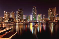 Lua de mel no Dubai. #casamento #luademel #viagem #noivos #Dubai #Oriente #noite #arranhacéus