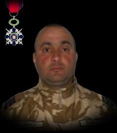 """ublocotenentul (pm) Claudiu-Constantin Ştefan Vulpoiu 30 martie 2014       Militarul a decedat în Afganistan, pe timpul executării unei misiuni de patrulare pe autostrada A1, în urma unui atac sinucigaş cu un autovehicul încărcat cu exploziv care a lovit autovehiculul MRAP în care se afla Claudiu.    A fost decorat cu Ordinul Naţional """"Steaua României"""" în grad de Cavaler, cu însemn de război, pentru militari."""