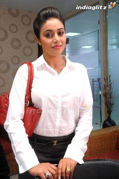 Bollywood Bikini, Bollywood Saree, Bollywood Actors, South Actress, Old Actress, Most Beautiful Indian Actress, Beautiful Actresses, Cinema Actress, Tamil Actress Photos
