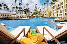 Het zeer luxe, adembenemende 5-sterren hotel IBEROSTAR Grand Bávaro ligt direct aan het schitterende zandstrand van Bávaro en is alleen toegankelijk voor volwassenen (vanaf 18 jaar). Het prachtige all inclusive resort biedt een ruime keus aan faciliteiten (o.a. meedere zwembaden, 2 jacuzzi's, 4 à la carte restaurants en een spacenter) en de service is van topniveau. Het vriendelijke personeel zal er álles aan doen om ervoor te zorgen dat het u aan niets ontbreekt.