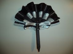 Elegant Black & White fan for the ball. Match your accessories with this fab hand held lace pattern fan, why not be beautiful & cool at the same time.