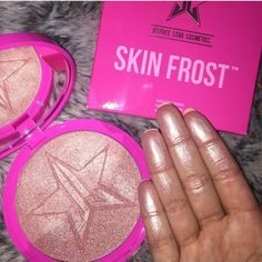 jeffree star peach goddess skin frost looks so damn pigmented, perfect for that poppin glow 💥 Makeup Goals, Love Makeup, Makeup Inspo, Makeup Inspiration, Beauty Makeup, Makeup Kit, Jeffree Star Peach Goddess, Pallette, Skin Frost