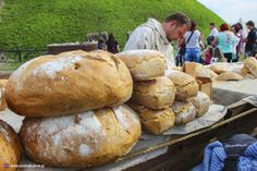 Takie śniadanie czekało wczoraj (22.04) na średniowiecznych wojów pod Kopcem Krakusa.