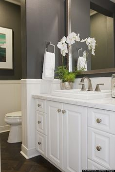 2015 Bathroom Trends - Out With The Old: White Paint. In With The New: Shades Of Gray - Say sayonara to all the white. While it's still an incredibly popular choice for bathroom colors (along with blue and beige), the National Kitchen and Bath Association Bad Inspiration, Bathroom Inspiration, Ideas Baños, Decor Ideas, Decorating Ideas, Flur Design, Upstairs Bathrooms, Bathroom Small, Bathroom Grey
