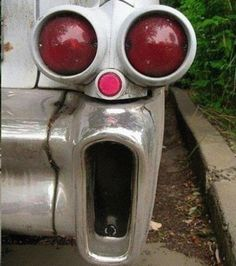 LOL--the scream in a tail light Scream, Foto Zoom, Things With Faces, Le Cri, Commercial Ads, Very Funny, Everyday Objects, Hrithik Roshan, Funny Faces