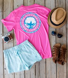 Cotton, polyester A tropical twist on our classic Signature Logo tee Chest pocket Model is wearing a small Southern Dresses, Southern Shirt Company, Preppy Style, My Style, Girls Wardrobe, Signature Logo, Cute Outfits, Simply Southern, Southern Prep