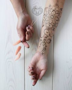 Amazing mehndi for arm by