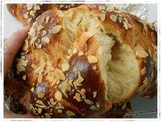 Elpidas no knead tsoureki Greek Sweets, Greek Desserts, Greek Recipes, Fun Desserts, Dessert Recipes, Bread Cake, Dessert Bread, Food Network Recipes, Food Processor Recipes