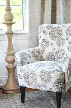 HOW TO CHOOSE AN ACCENT CHAIR