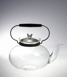 Teapot And Lid, 1932 This object was manufactured by Kavalier Glassworks and designed by Ladislav Sutnar