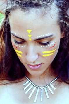 Bezauberndes Make up für die Festivalsaison l Coachella l Festival Rave Face Paint, Neon Face Paint, Tribal Face Paints, Face Paint Makeup, Eye Makeup, Glitter Face Paint, Glitter Face Makeup, Tribal Paint, Glow Makeup