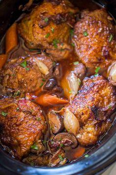 Easy Slow Cooker Coq Au Vin Crock Pot Recipes, Slow Cooker Recipes, Cooking Recipes, Slow Cooker Desserts, Crockpot Dishes, Chicken Coq Au Vin Recipe, Braised Chicken, Coq Au Vin Recipe Easy, Slow Cooker Huhn