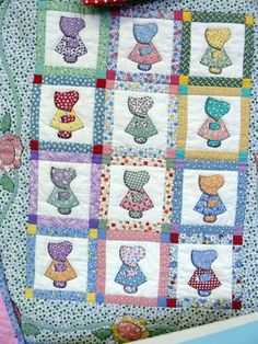 ❤ =^..^= ❤  Different Sunbonnet Sues: it appears that we are back to square one with two fabrics:  a dress fabric and a hat/sleeve/shoe fabric.  The difference is that each Sunbonnet Sue is surrounded by her own sashing strips.