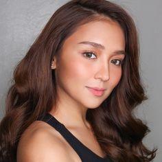 "( ""TVC day 2 done! ✔️ Isn't this girl such a beauty Kathryn Bernardo 🌟 Filipina Actress, Filipina Beauty, Kathryn Bernardo Outfits, Look 2018, Teen Celebrities, Celebrity Stars, Dark Hair, Most Beautiful Women, Hair Inspo"