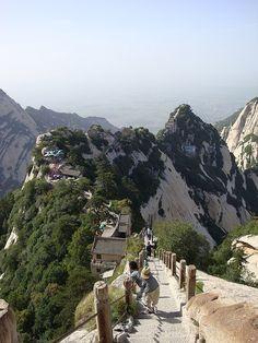 Blue Dragon Ridge on Hua Shan Sacred Mountain, Shaanxi, China (by irishtravel).