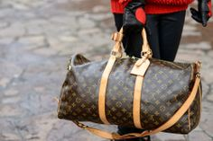 Keepall Louis Vuitton (version in Monogram canvas). http://blog.3chic.com/2014/01/travel-bag.html