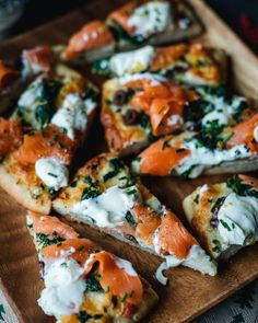 Pizza Appetizers, Appetizer Recipes, Smoked Salmon Pizza, Manger Healthy, Vegetarian Recipes, Healthy Recipes, Sports Food, Other Recipes, Food And Drink